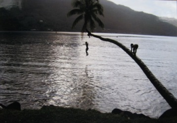 ボラボラ島の子供達