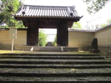 長母寺正門
