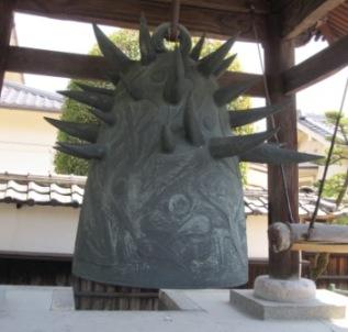 岡本太郎作久国寺の鐘
