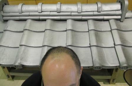 参拝に来た禿げ男性