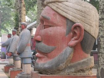 798芸術区内の彫刻