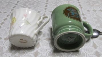 コメダと普通のカップ(下から)