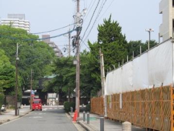 建設現場から徳川園正門を見て