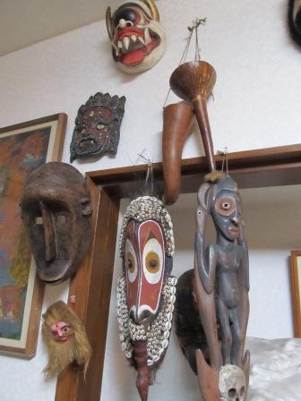 パプアニューギニアのお面やペニスケース