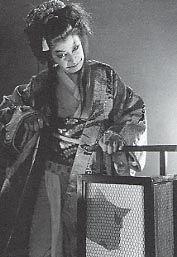 化け猫を演じる入江たか子