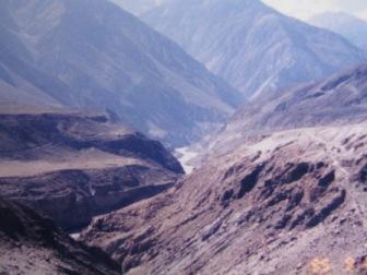 インダス川沿いのチベット