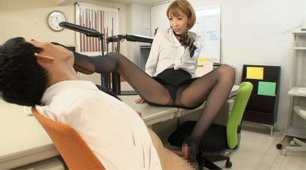 こんな淫乱オフィスで働きたい! 残業手当は淫行支給 のサンプル画像1