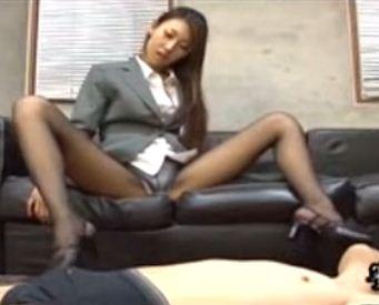 ビッチ秘書のヒール靴コキやパンスト着衣の中出しセ○クス起のサンプル画像1