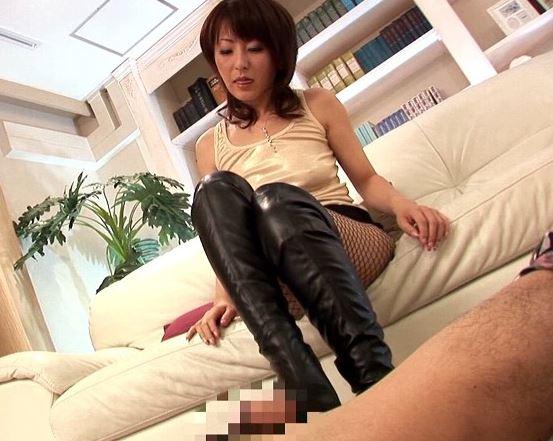 芹沢恋がパンストフェチやブーツフェチに着衣S●Xと靴コキのサンプル画像4