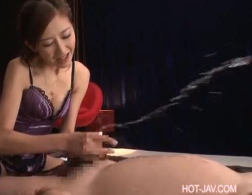 ドSな女王様のガーターストッキング脚コキに男潮吹きのサンプル足フェチDVD画像6
