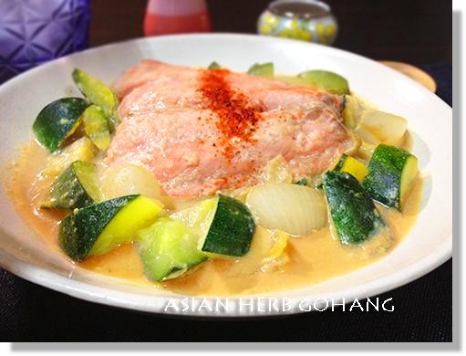 IMG_5259サーモンとズッキーニの豆乳味噌煮込み500横縁シャドー