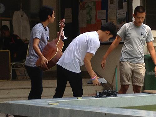IMG_9749寮生ギター