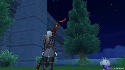 空に映える紅い月