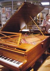 楽器博・デュオピアノ・内部