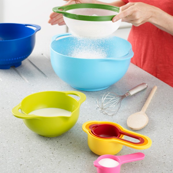 kitchen-bowls-sieve-measuring-cups-strainers-in-one-space-3.jpg