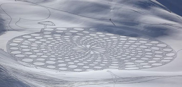 snow-drawings-simon-beck-10.jpg