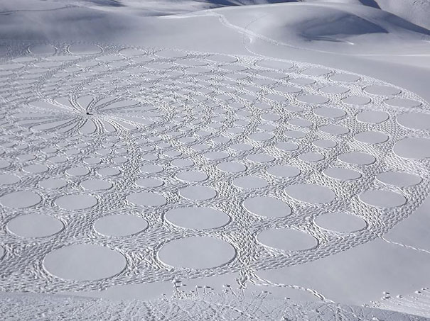 snow-drawings-simon-beck-9.jpg