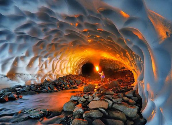 snowtunnelinrussia.jpg