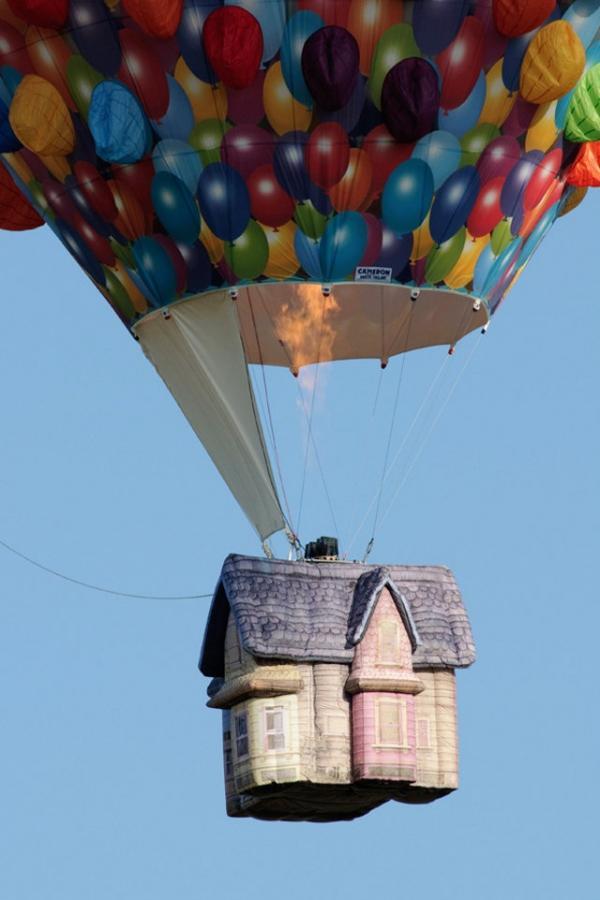 up-hot-air-balloon-2.jpg