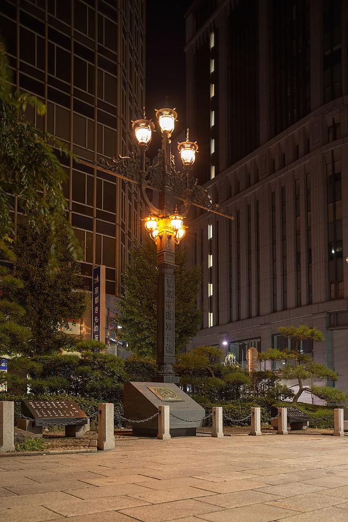 日本橋の北西に移設された東京市道路元標
