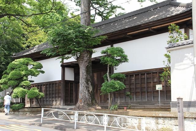 岡田家の長屋門