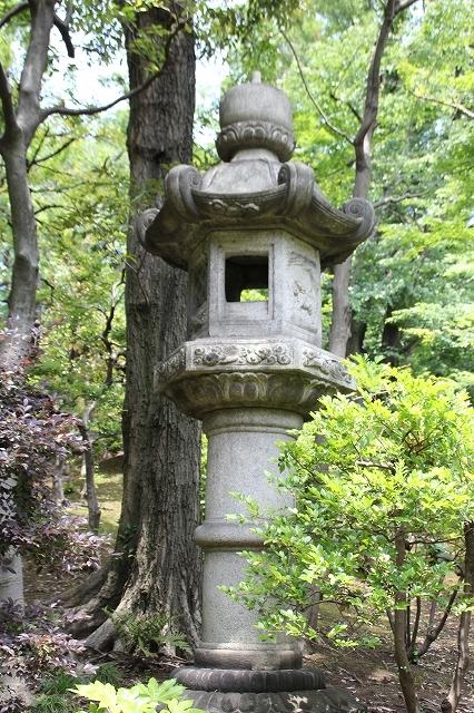 奥の院型灯籠