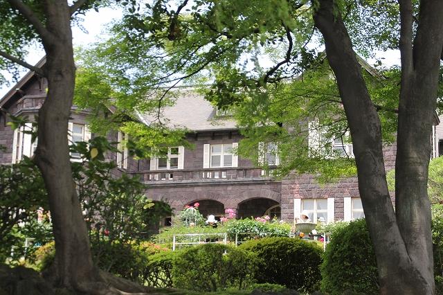 日本庭園から見た洋館