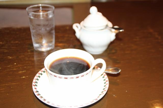 カップにコーヒーを入れて出来上がり