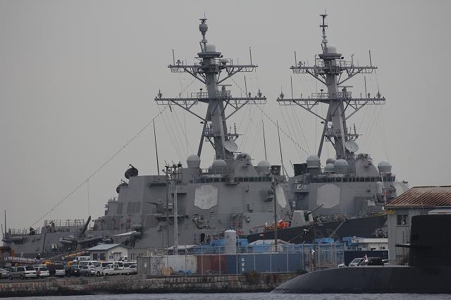 真ん中左:DDG89 『マスティン』&真ん中右:艦名不明
