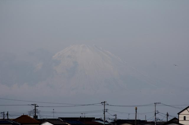 霞んでいる富士山_1