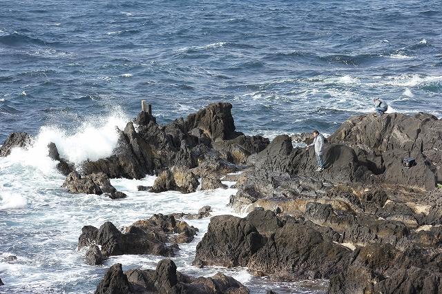 夕日の丘の下の岩礁_5