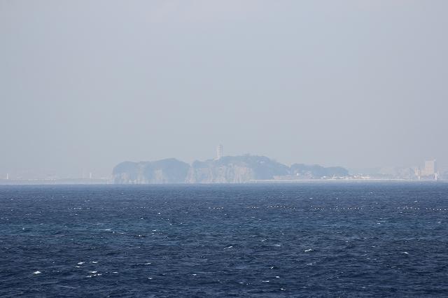 江ノ島を望む