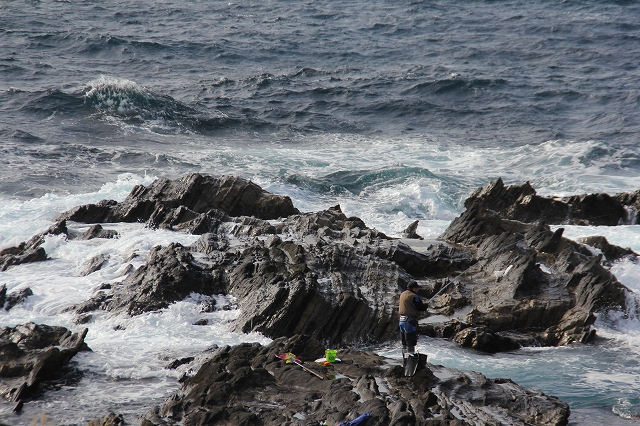 潮騒の丘の下の岩礁_7
