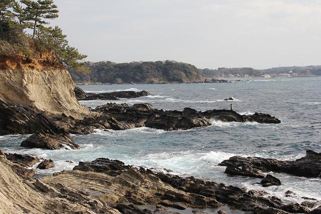 潮騒の丘の下の岩礁_11
