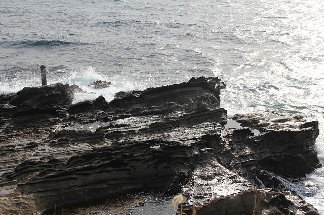 展望デッキと弁天島にかけての岩礁_1