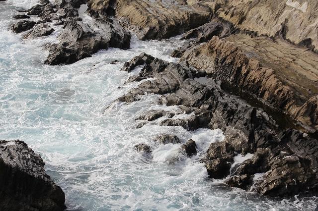 潮騒の丘の下の岩礁_5