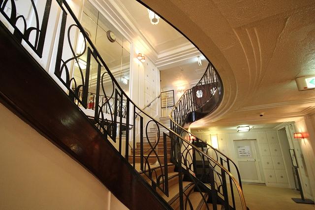 雰囲気のある階段_1