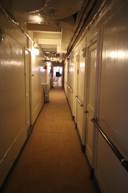 船室前の通路_3