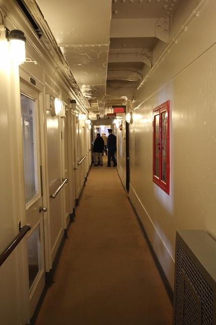 船室前の通路_4