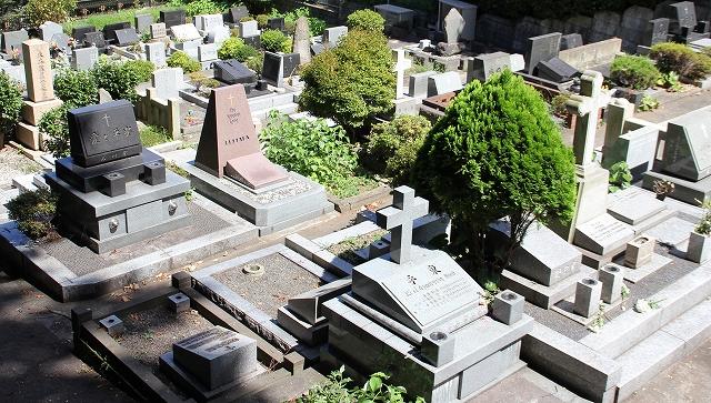 隣接しているカトリック山手教会墓地_1