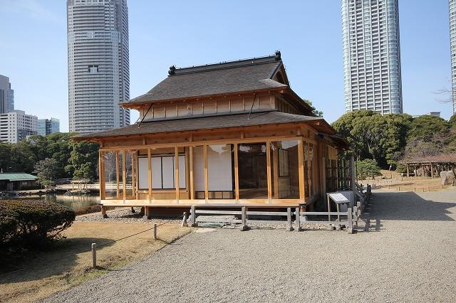 近くから見た松の茶屋_1