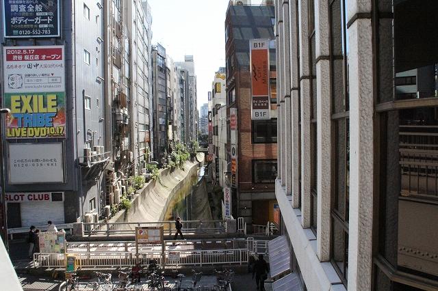 川の流れが見える渋谷川_1