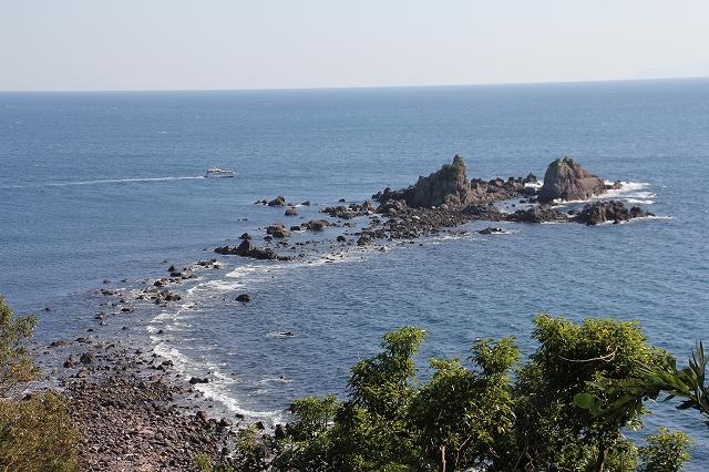 海抜54mの岬から見た三ツ石_2