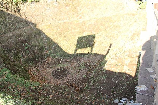 本丸堀の巨大な穴_1