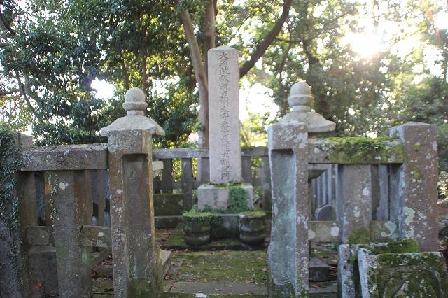 一柳直末の墓