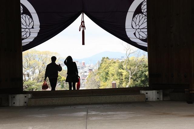 知恩院の三門から京都の街を眺める