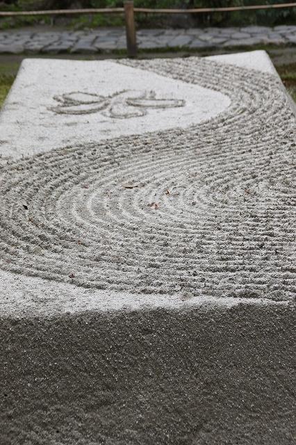 法然院の白砂壇