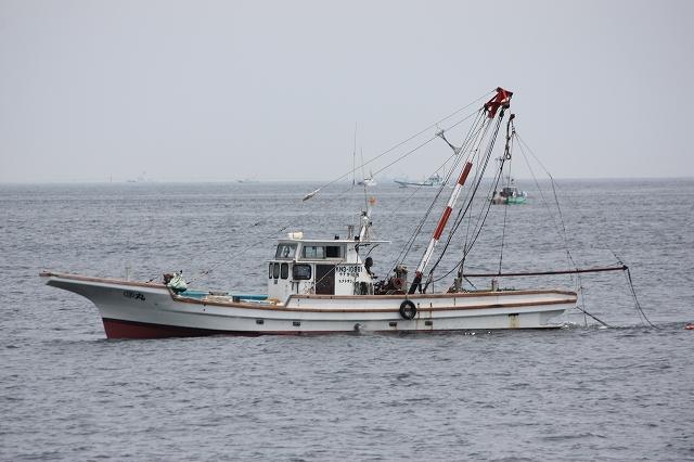 警備艇にどやされていたと思しき漁船
