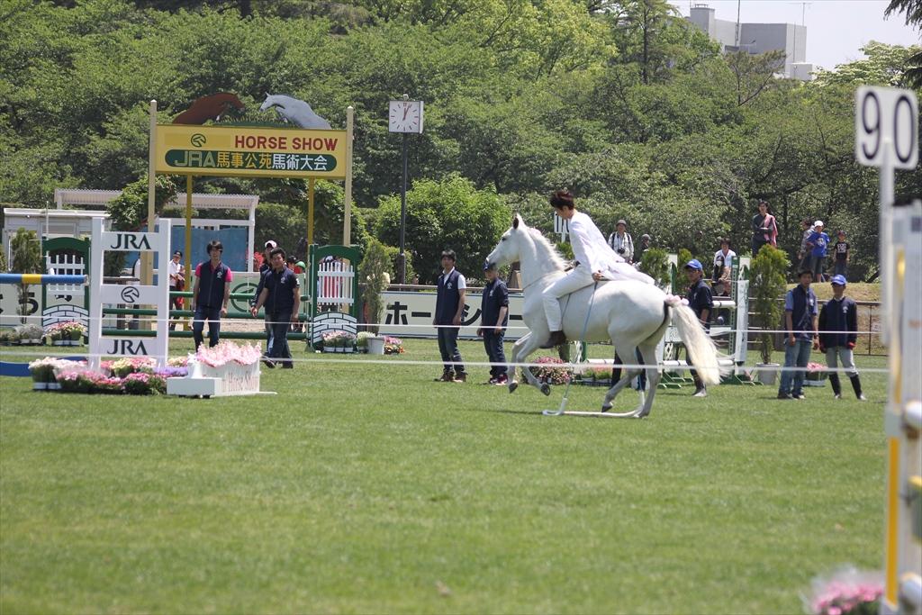 裸馬に騎乗しての縄跳び_1