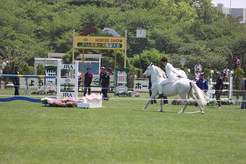 裸馬に騎乗しての縄跳び_2